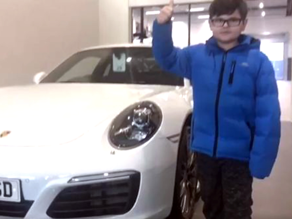 スポーツカー好きな発達障害の少年がポルシェのお店で夢を叶える p2