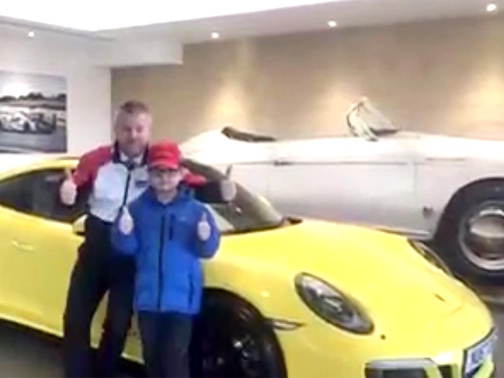 スポーツカー好きな発達障害の少年がポルシェのお店で夢を叶える p7