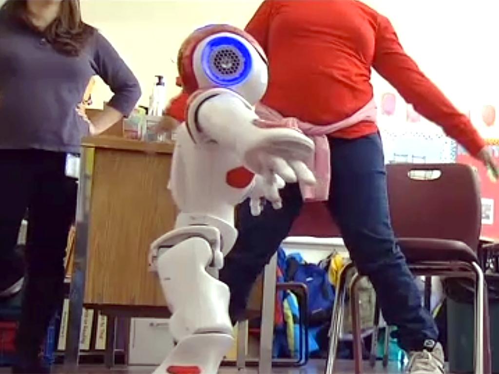 ロボットとやりとり、発達障害の子は言語だけでなく社会性も学ぶ r12
