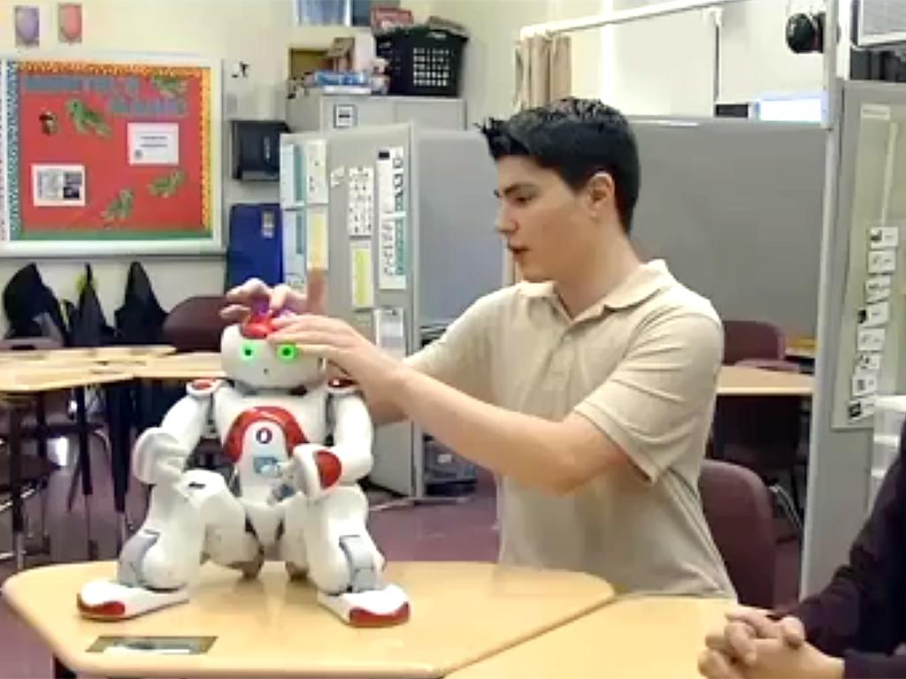 ロボットとやりとり、発達障害の子は言語だけでなく社会性も学ぶ r13