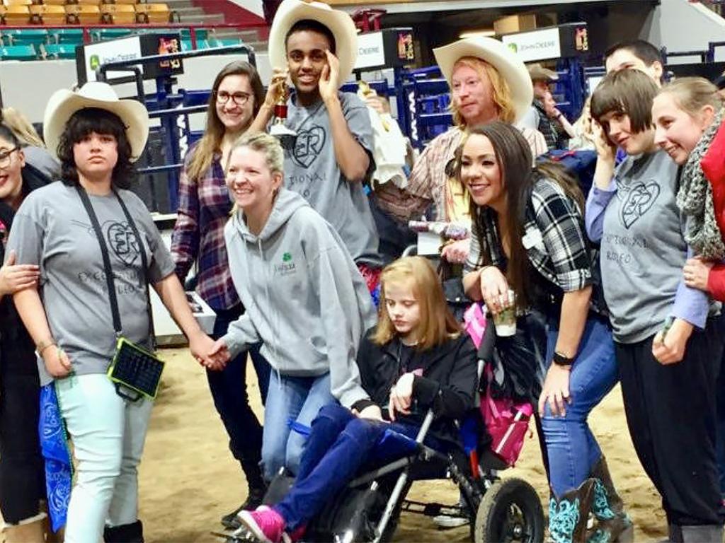 発達障害の子たちも一緒になってアメリカの伝統とロデオを楽しむ r2-1