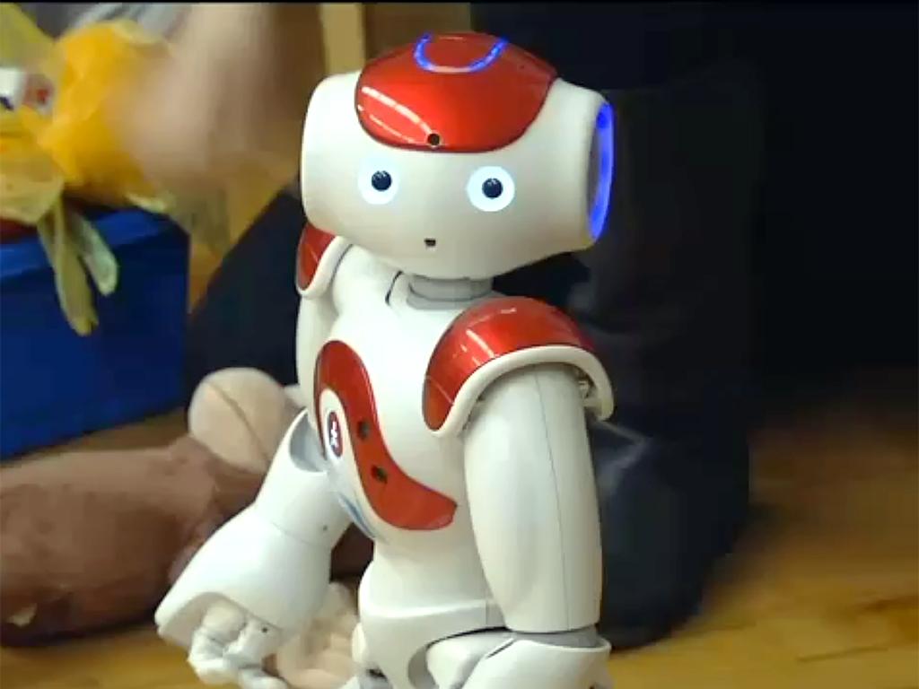 ロボットとやりとり、発達障害の子は言語だけでなく社会性も学ぶ