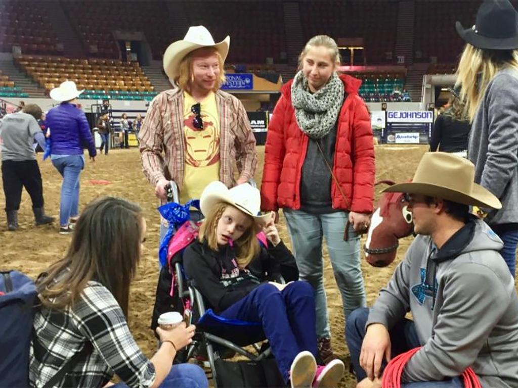 発達障害の子たちも一緒になってアメリカの伝統とロデオを楽しむ r6-1
