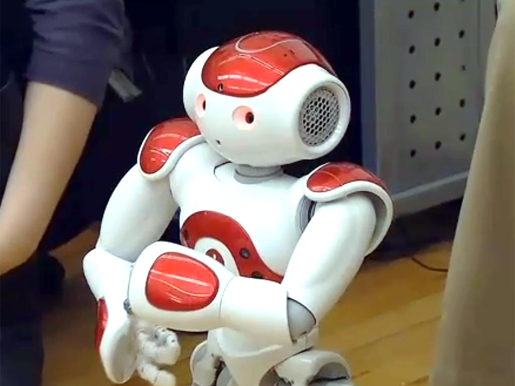 ロボットとやりとり、発達障害の子は言語だけでなく社会性も学ぶ r7-2