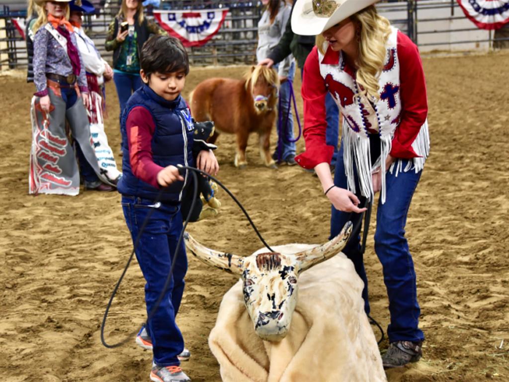 発達障害の子たちも一緒になってアメリカの伝統とロデオを楽しむ r8-1