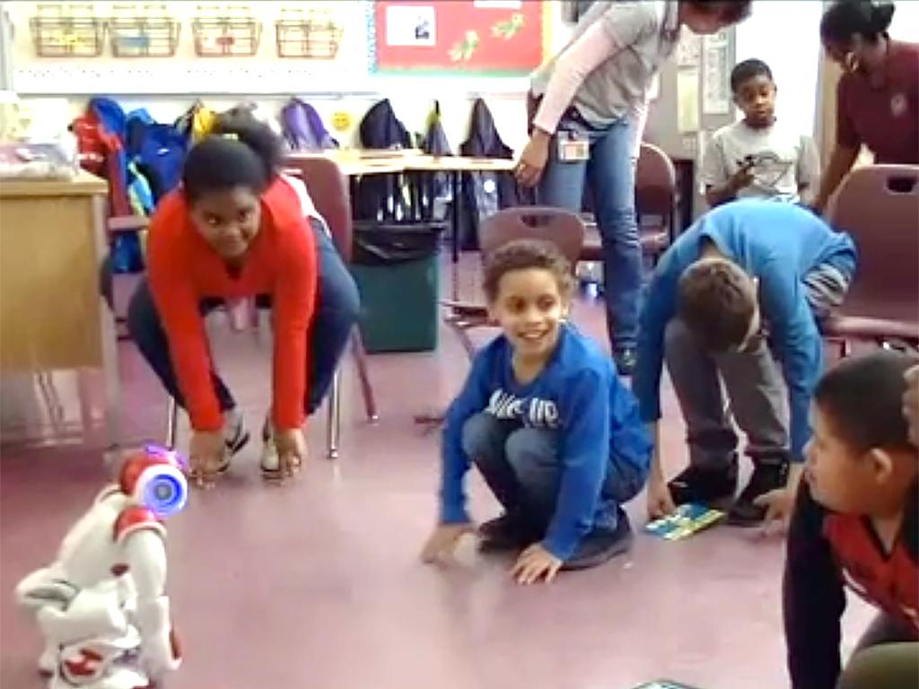 ロボットとやりとり、発達障害の子は言語だけでなく社会性も学ぶ r8-2