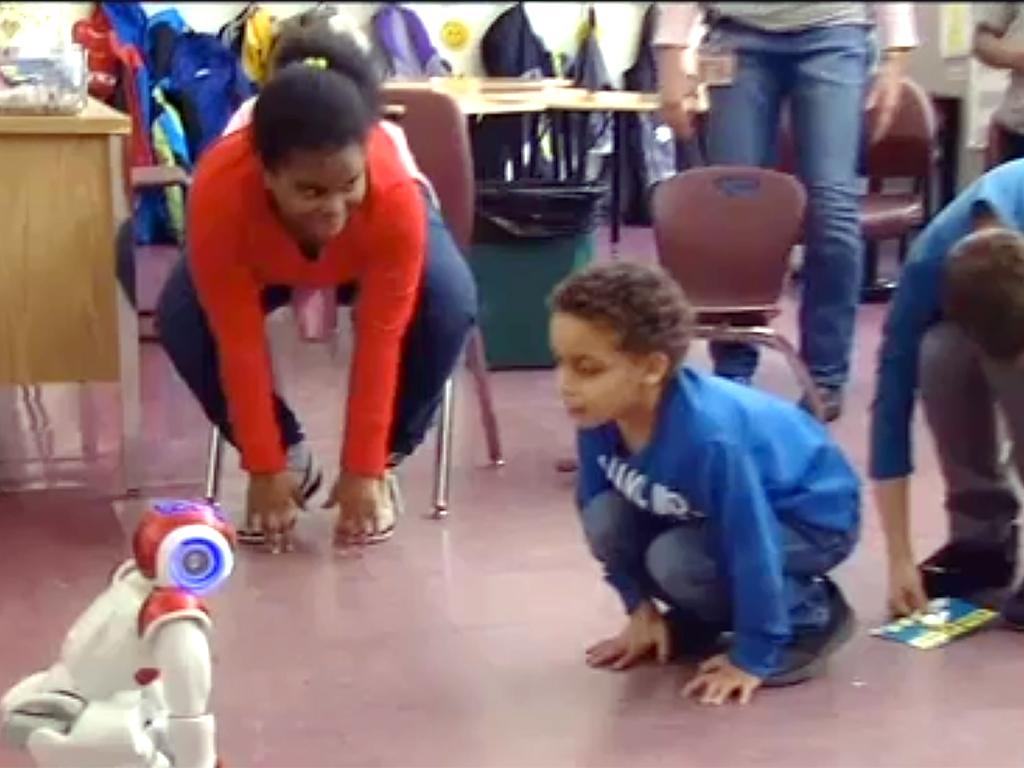 ロボットとやりとり、発達障害の子は言語だけでなく社会性も学ぶ r9-1