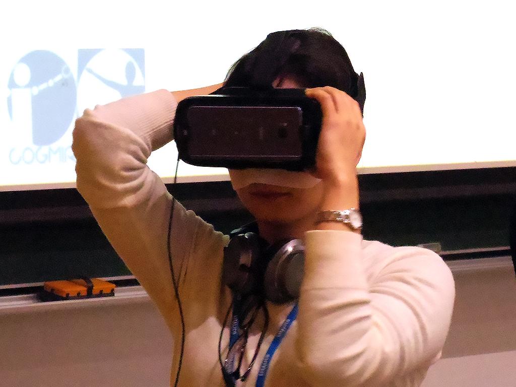 自閉スペクトラム症の視覚世界をVRで体験