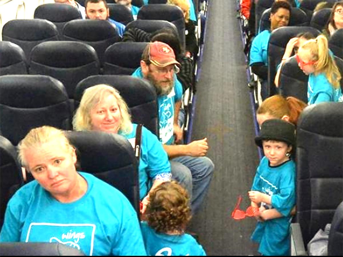 発達障害の子と家族が空港で搭乗手続きと離陸準備を経験する機会 a5-1