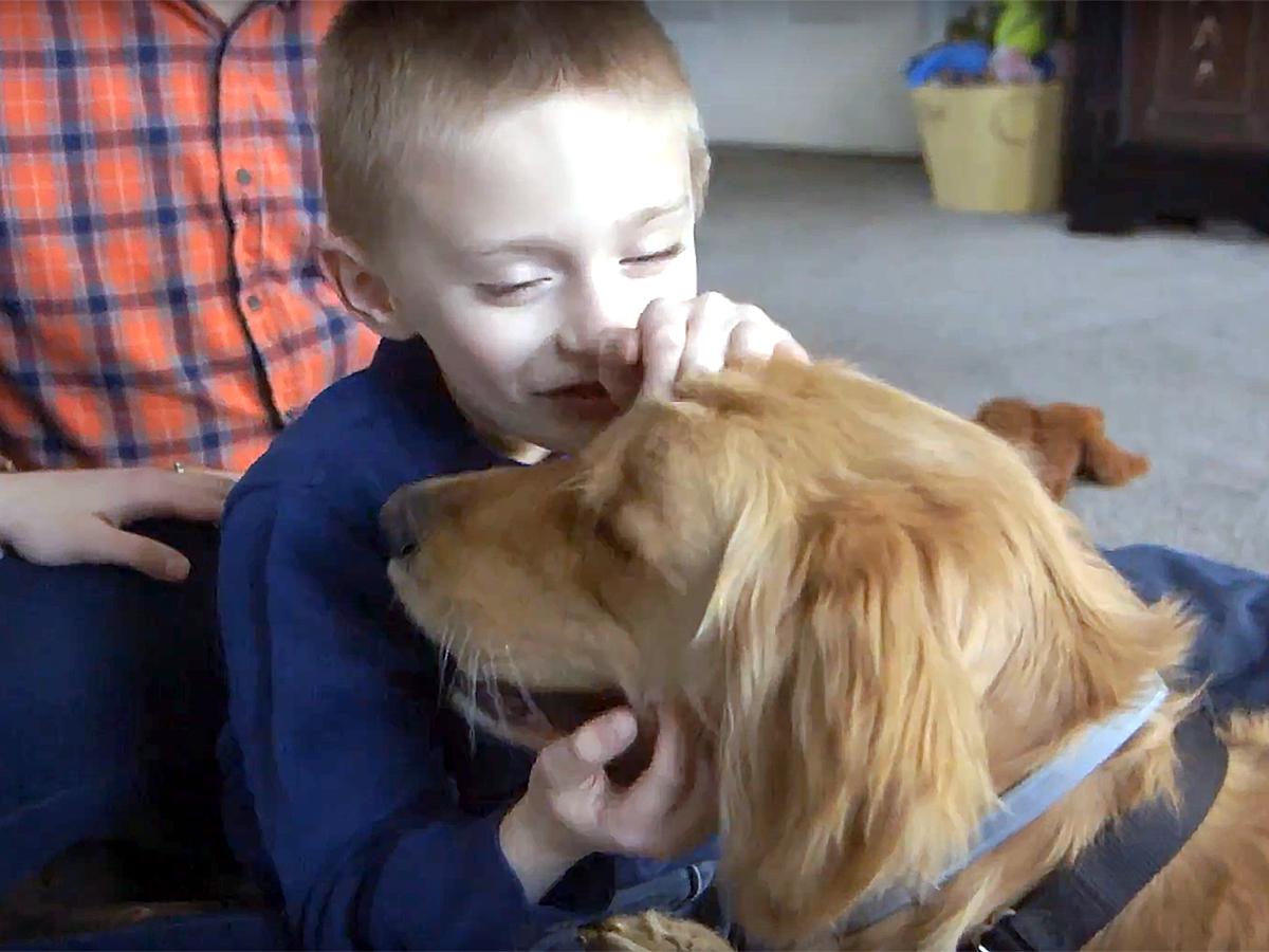 発達障害の子と家族を助けてくれる介助犬 d1-1