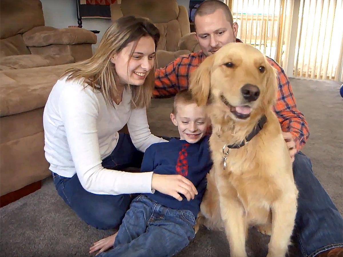 発達障害の子と家族を助けてくれる介助犬 d6-1