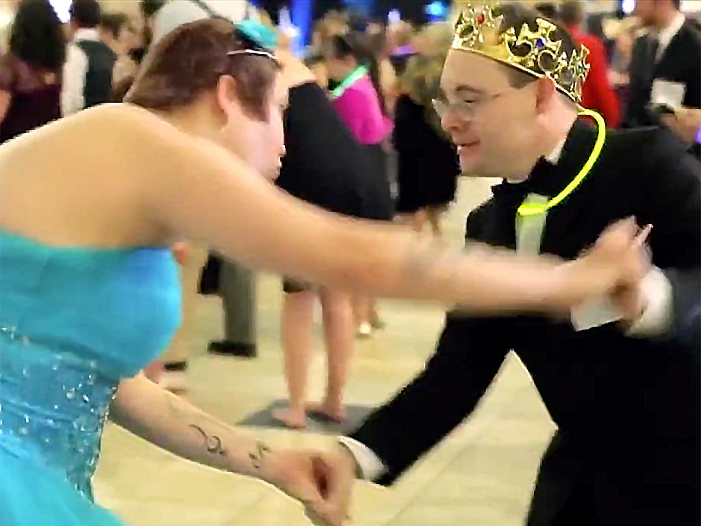 妹が支援を求め、特別支援が必要な人たちのダンスパーティー実現