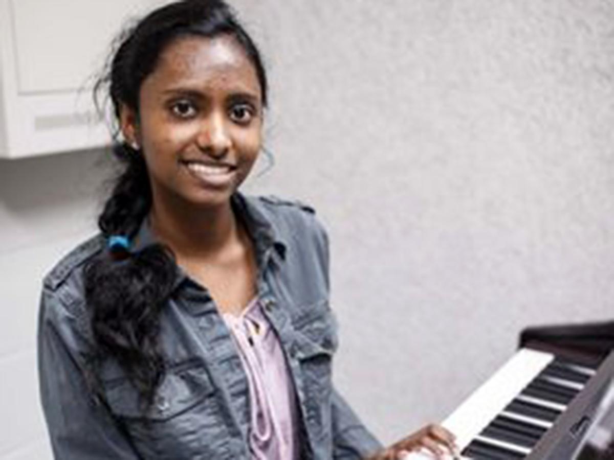 医師を目指している高校生が地元の発達障害の子にピアノを教える p6