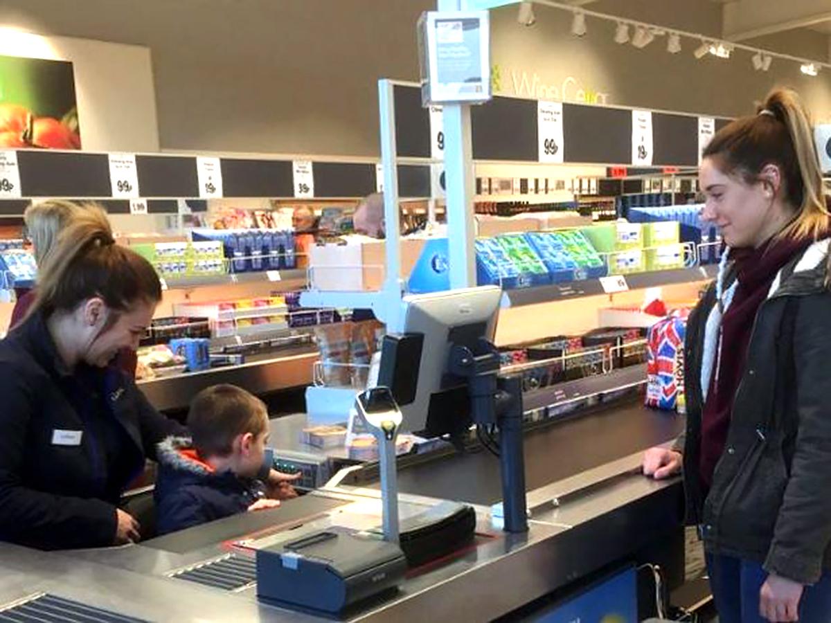 新しくオープンした店は発達障害の小さな男の子の夢をかなえた