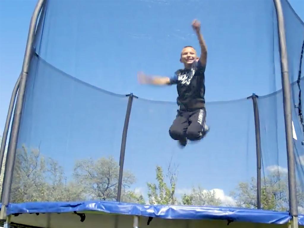 発達障害の子には体を動かすことが効果的、役に立つトランポリン