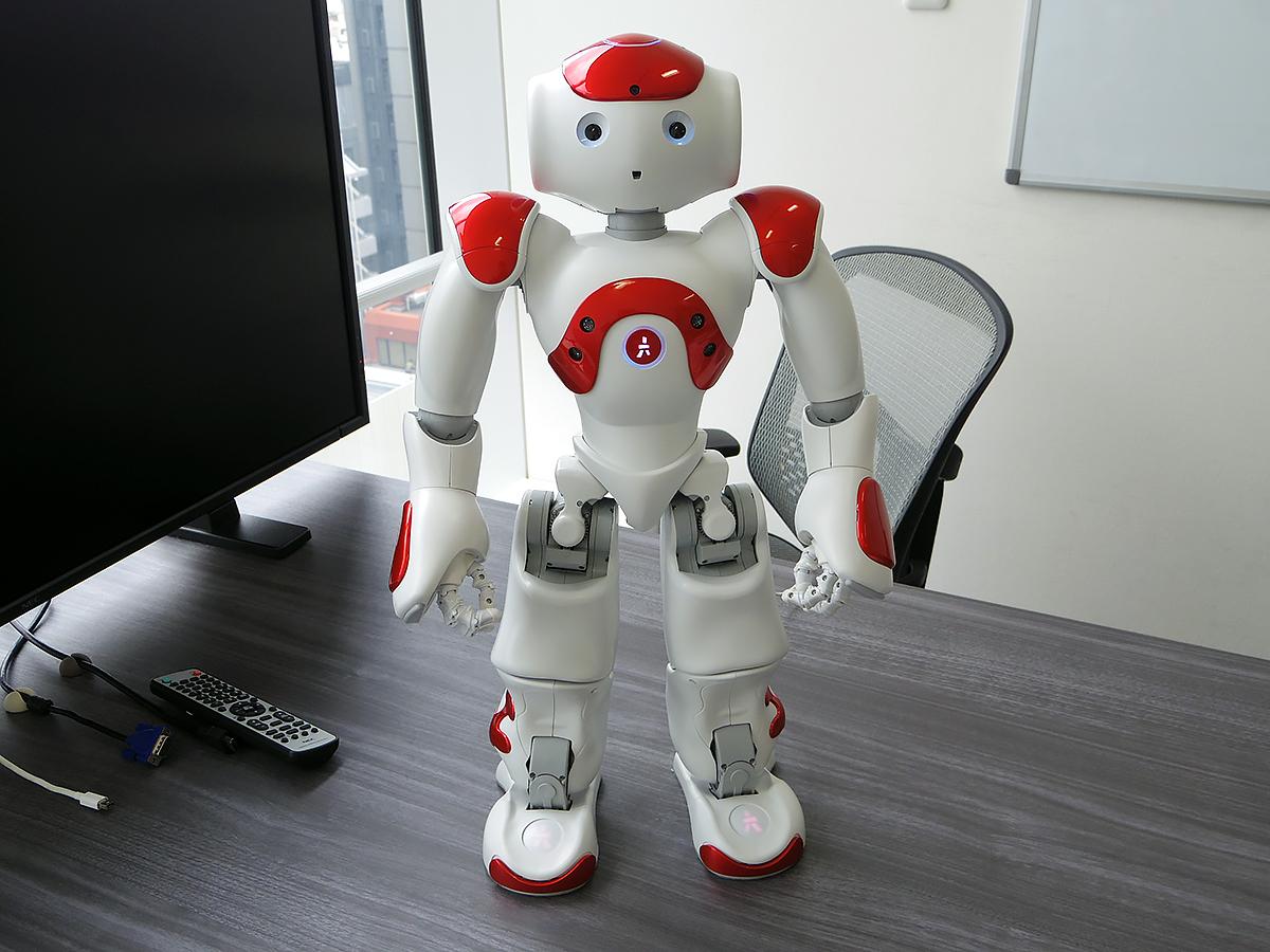 自閉症など発達障害の子を助けるロボットのNAOに会いました