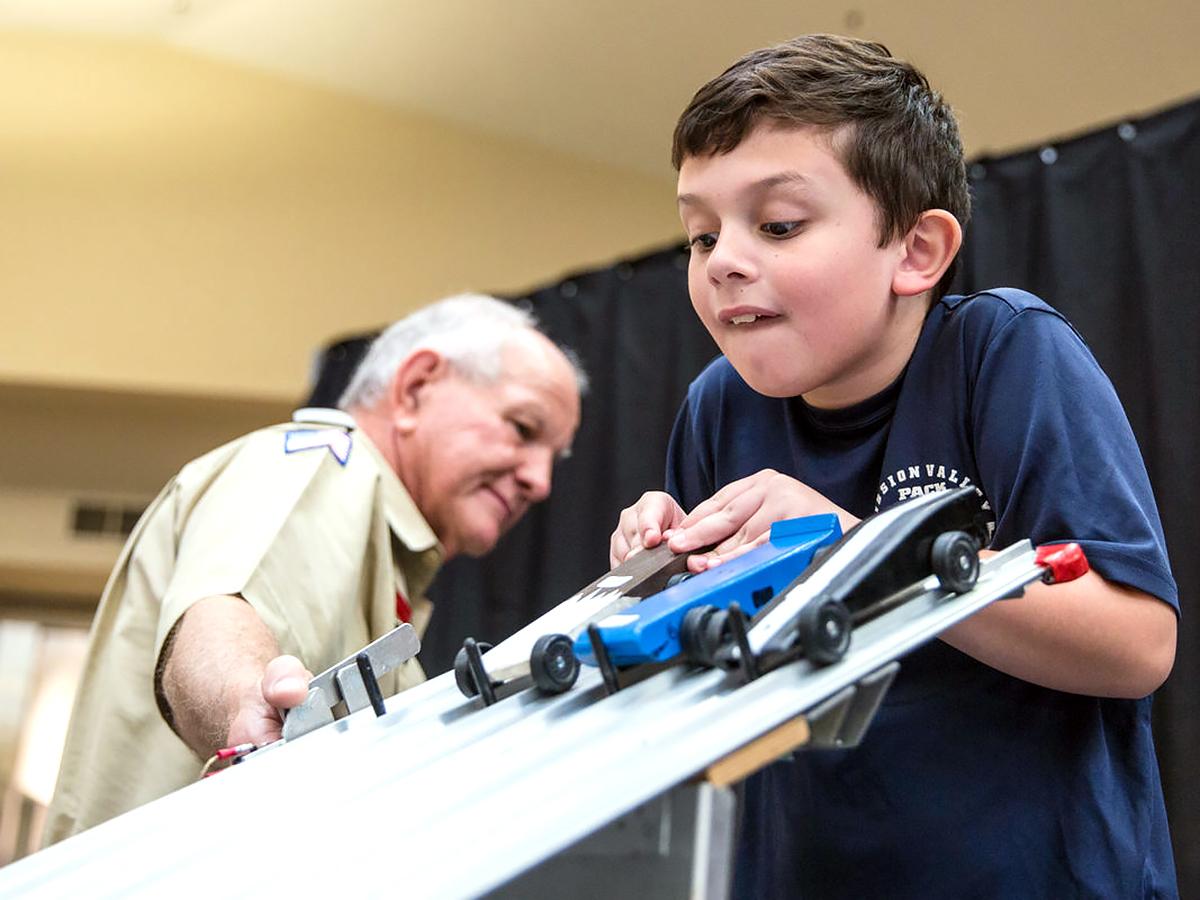 発達障害の子と親も発達障害でない子も楽める手作り車でのレース