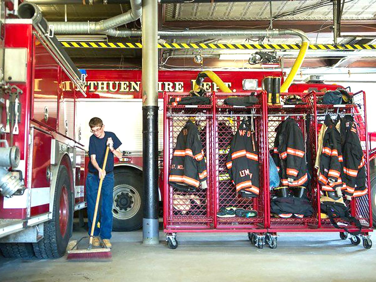 消防士だった父親を慕う知的障害の青年が消防署でボランティア s1-2