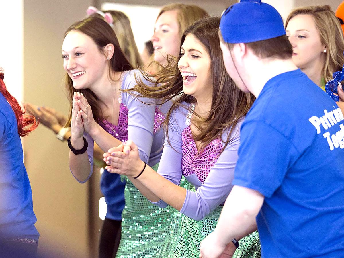 知的障害の子たちが大学生と共に演劇で学ぶ