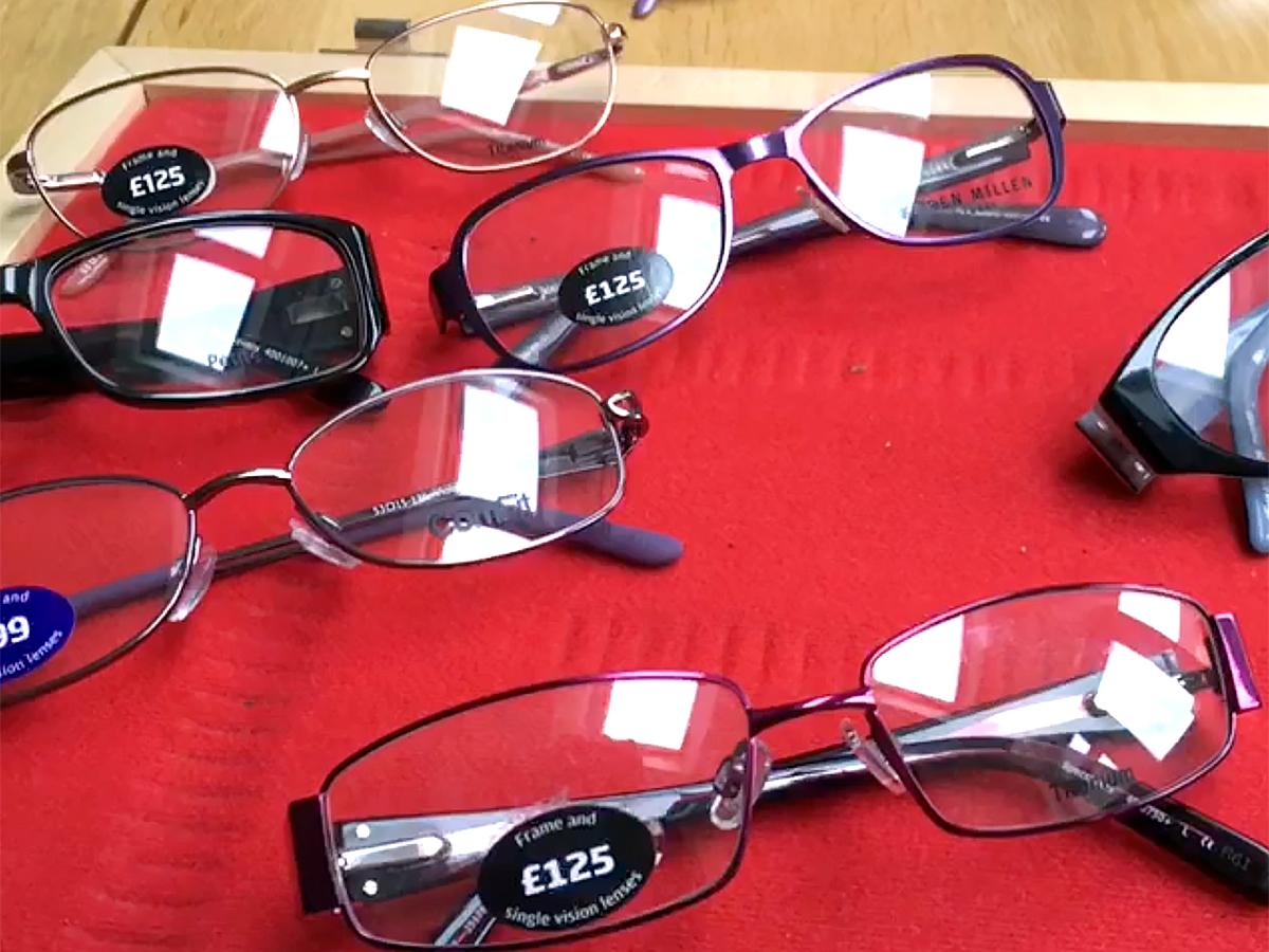 コミュニケーションが大事。訪問して発達障害の人のメガネを作る m5