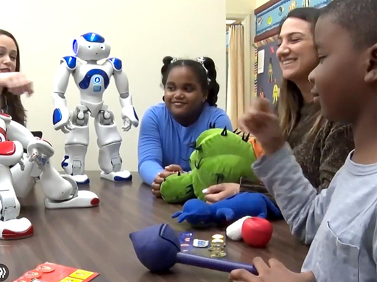 発達障害の生徒たちの才能を高く評価して家族も支援する学校