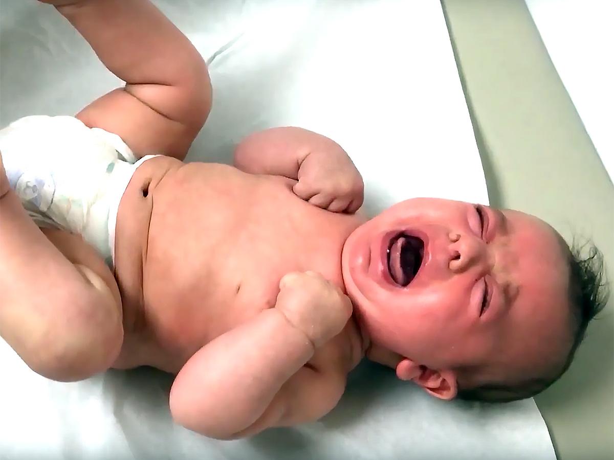 赤ちゃんが泣いている理由をAIが教えるアプリで発達障害を研究 b1-3
