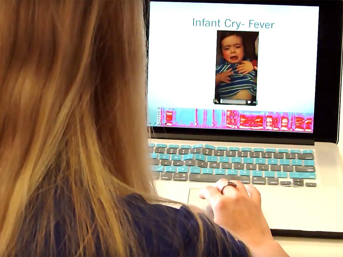 赤ちゃんが泣いている理由をAIが教えるアプリで発達障害を研究 b3-2
