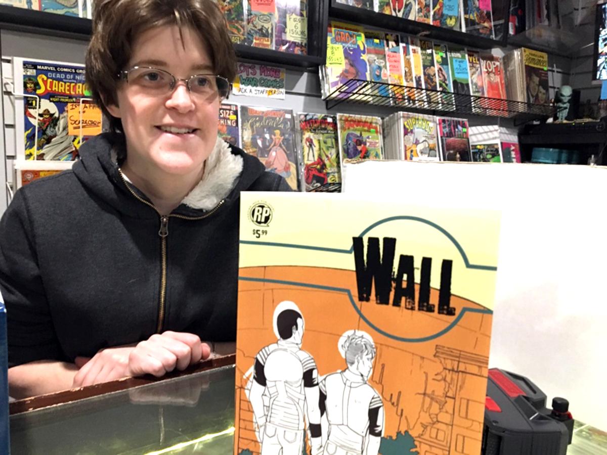 発達障害の少女は通い続け、コミック書店の店員として採用される c2-2