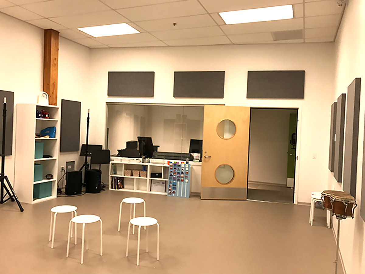音や光の感覚に配慮した部屋を使った、発達障害の人への音楽療法 d3-3