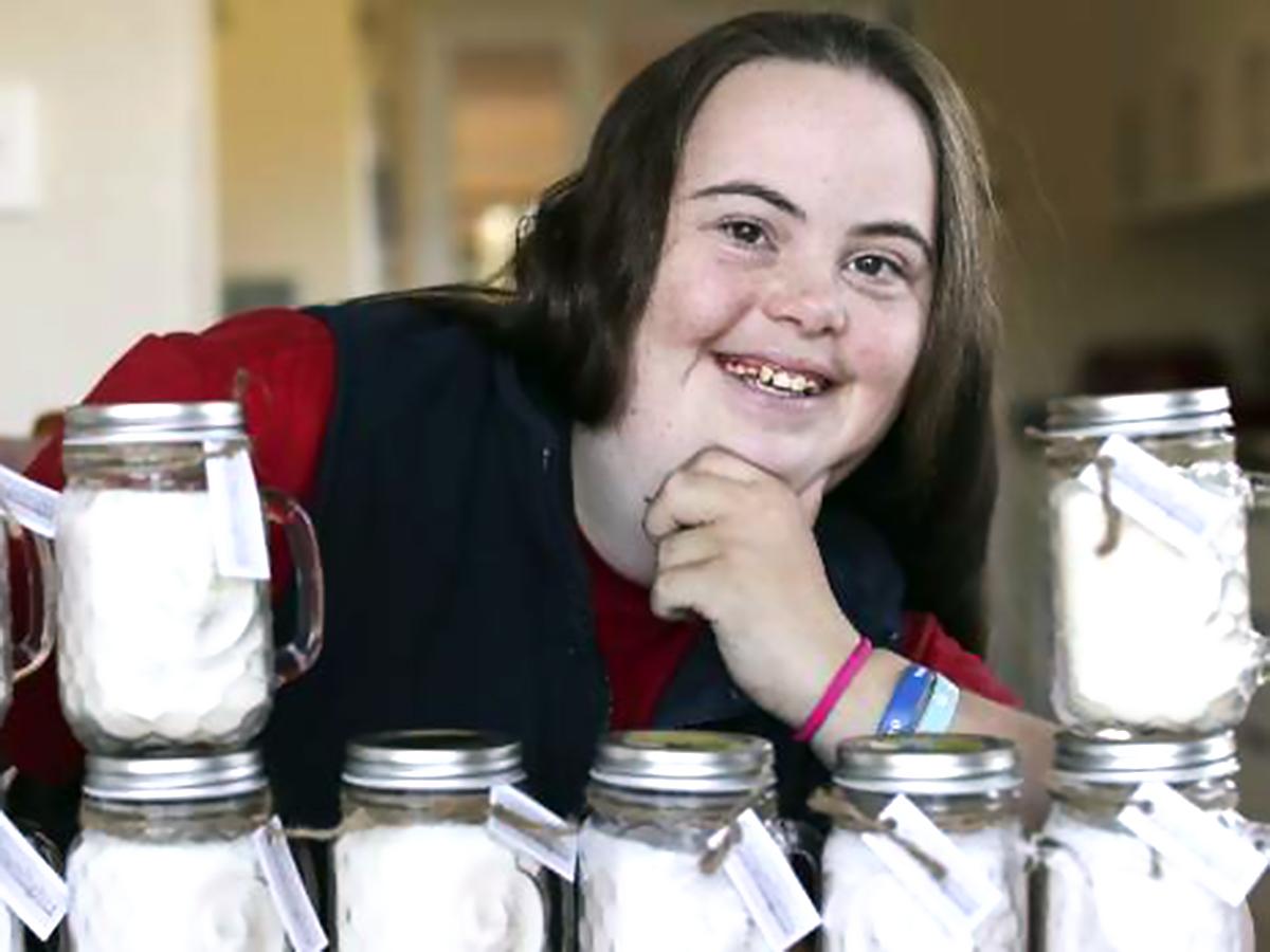 ダウン症のために発達障害と知的障害のある女性は父親と起業した