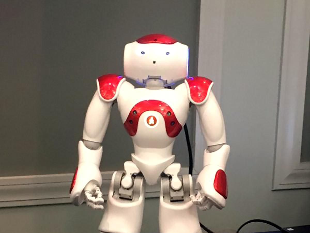発達障害の子たちの学習には、ロボットがその姿や動きで役に立つ r1
