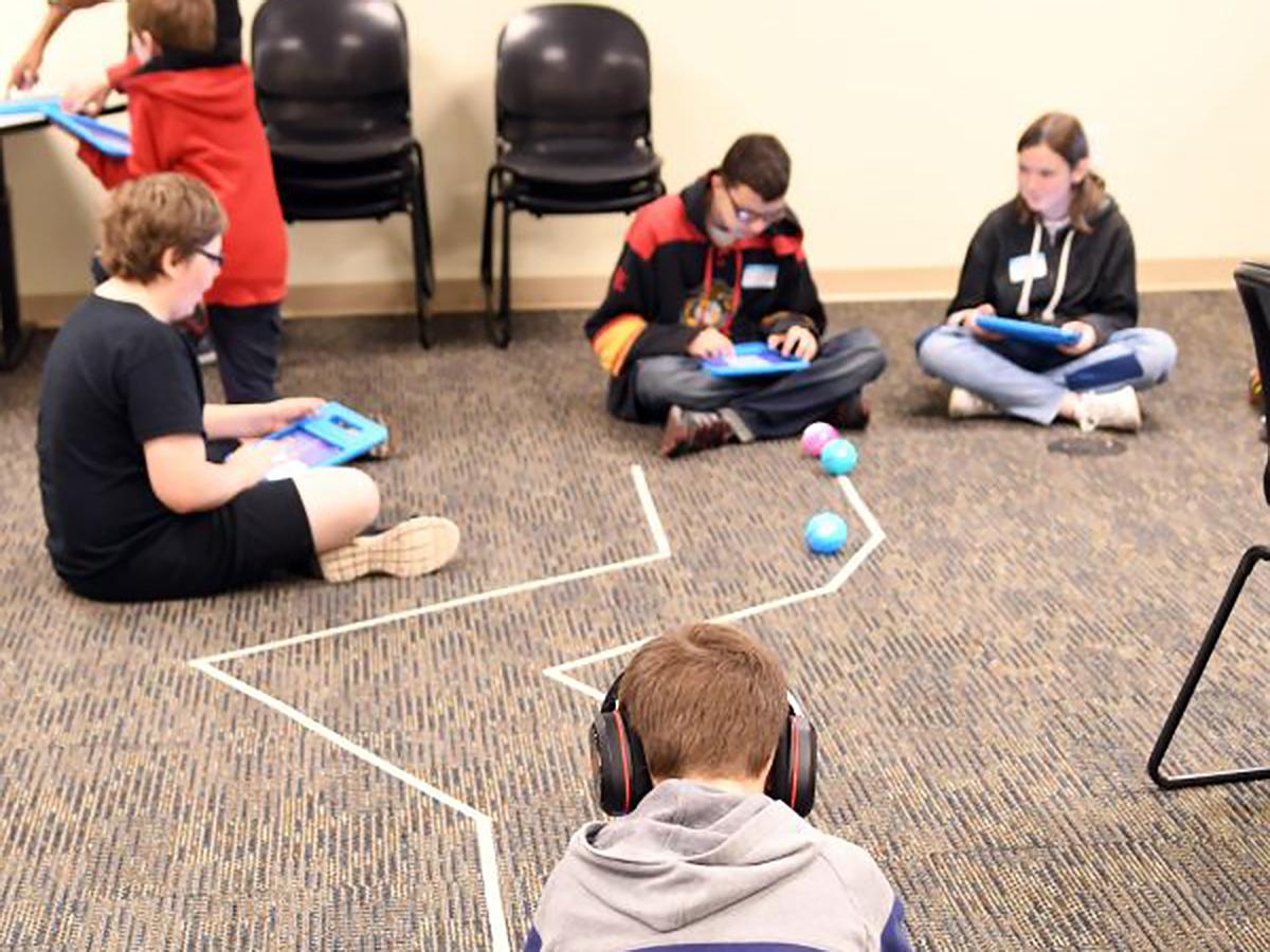 発達障害の子たちの学習には、ロボットがその姿や動きで役に立つ r3