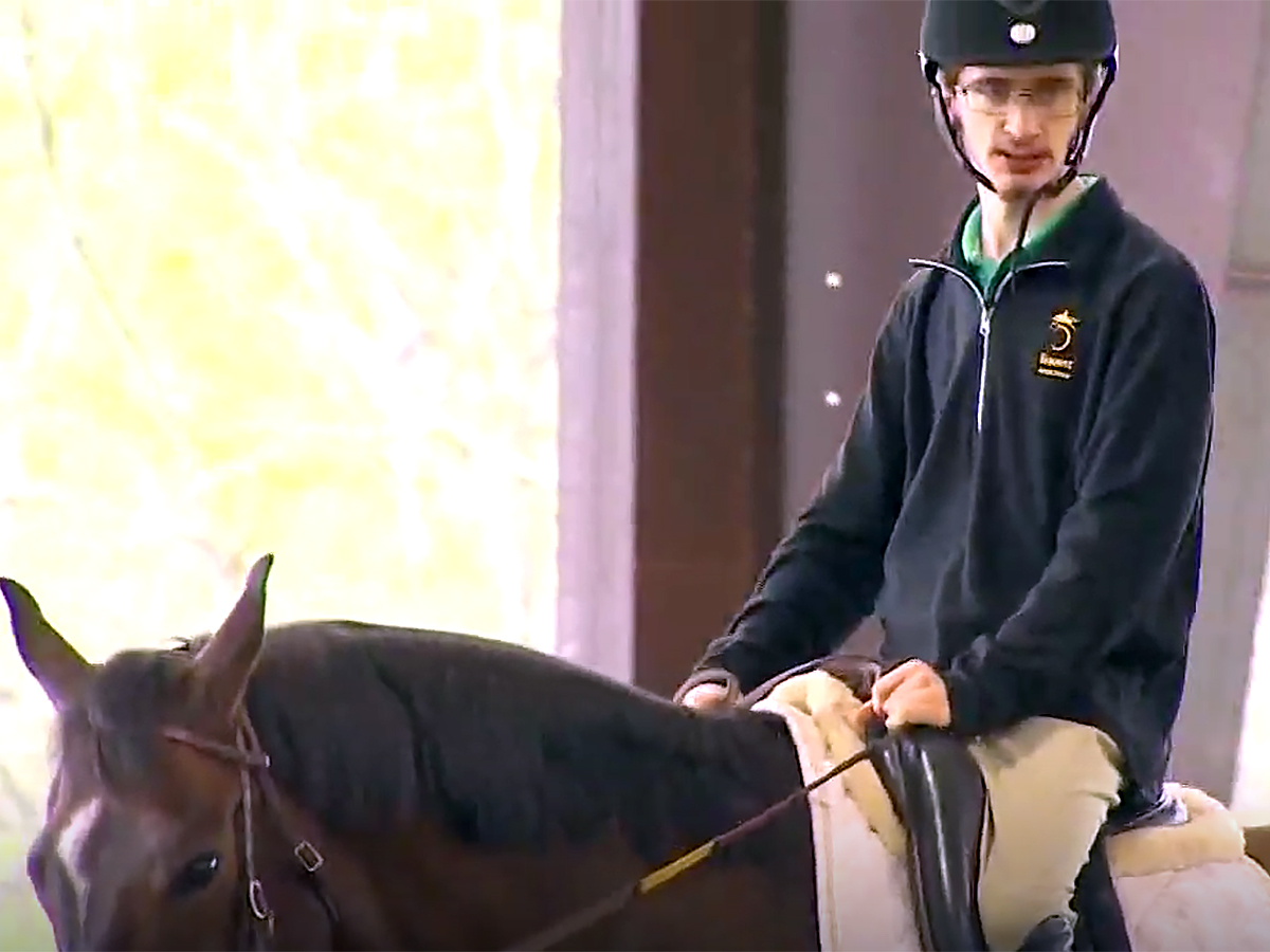 発達障害の青年は馬の療育でコミュニケーションを学び自信もつく u3