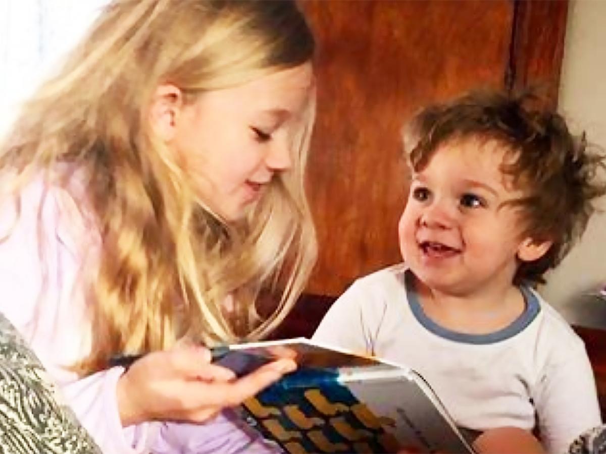 発達障害と診断をされた弟に、姉は大好きな恐竜の本を作った