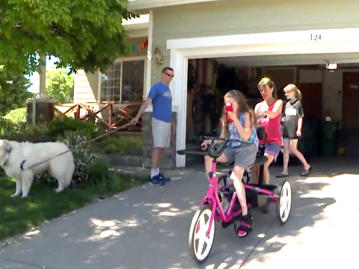 自転車が発達障害の娘を外へ連れ出し、人生に喜びをもたらした b3-1