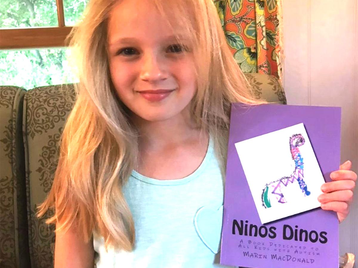 発達障害と診断をされた弟に、姉は大好きな恐竜の本を作った b4