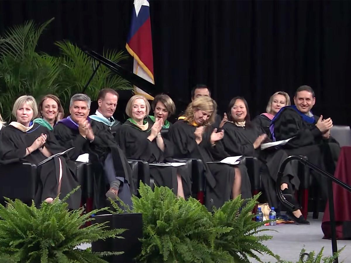 予想外の卒業スピーチ、発達障害の高校生が予想外のメッセージ g10