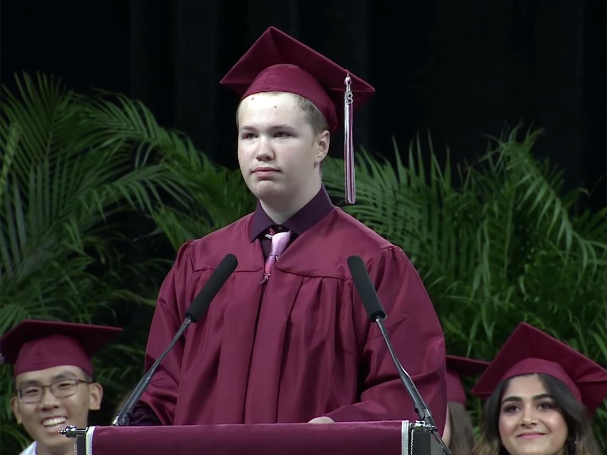 予想外の卒業スピーチ、発達障害の高校生が予想外のメッセージ g4