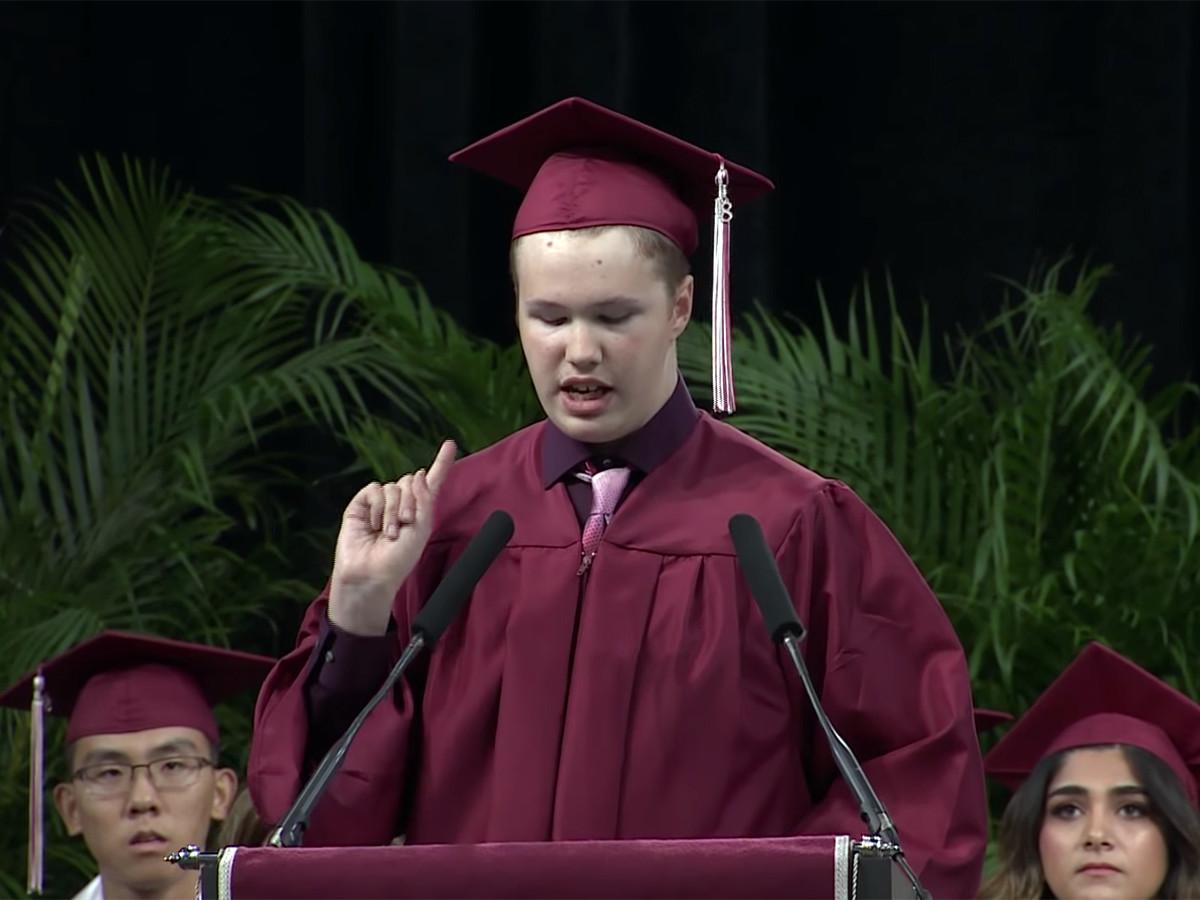 予想外の卒業スピーチ、発達障害の高校生が予想外のメッセージ g5