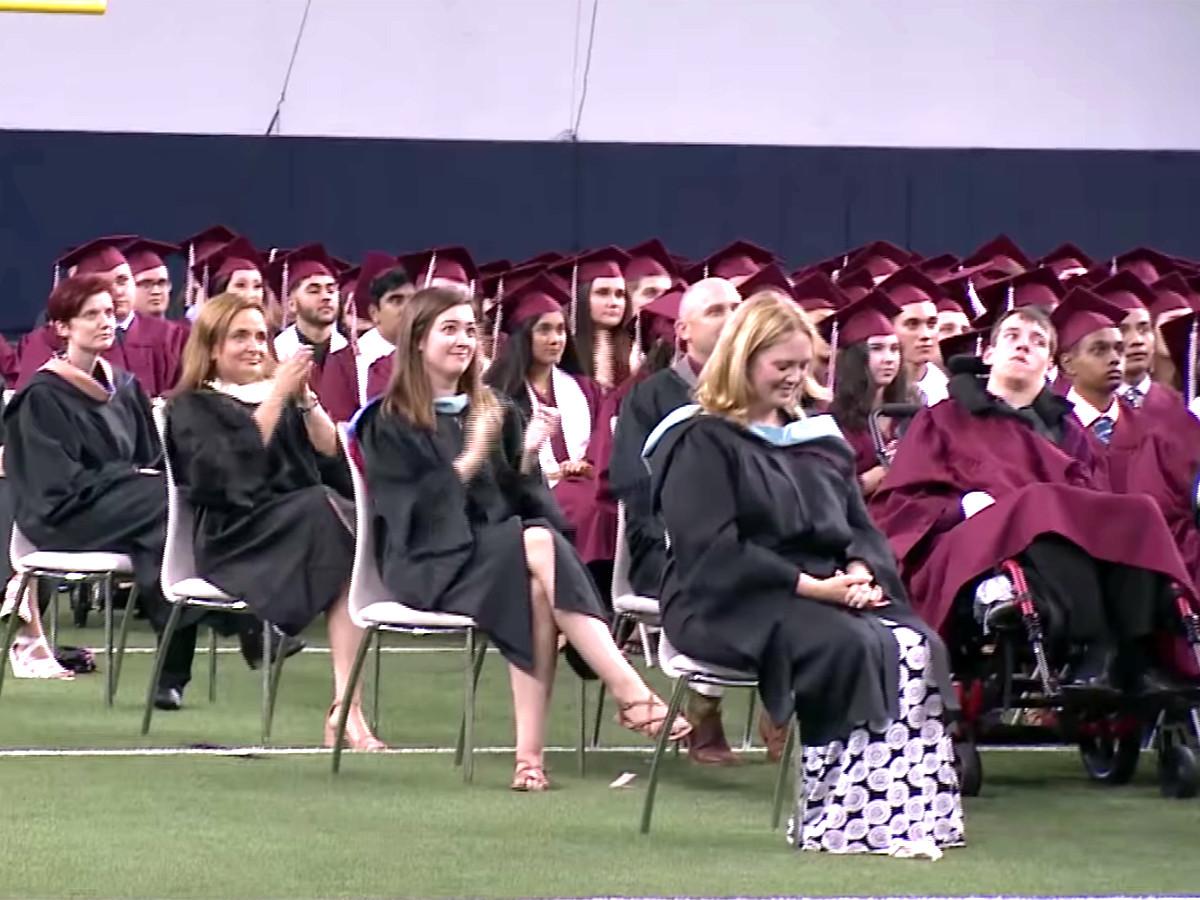 予想外の卒業スピーチ、発達障害の高校生が予想外のメッセージ g6
