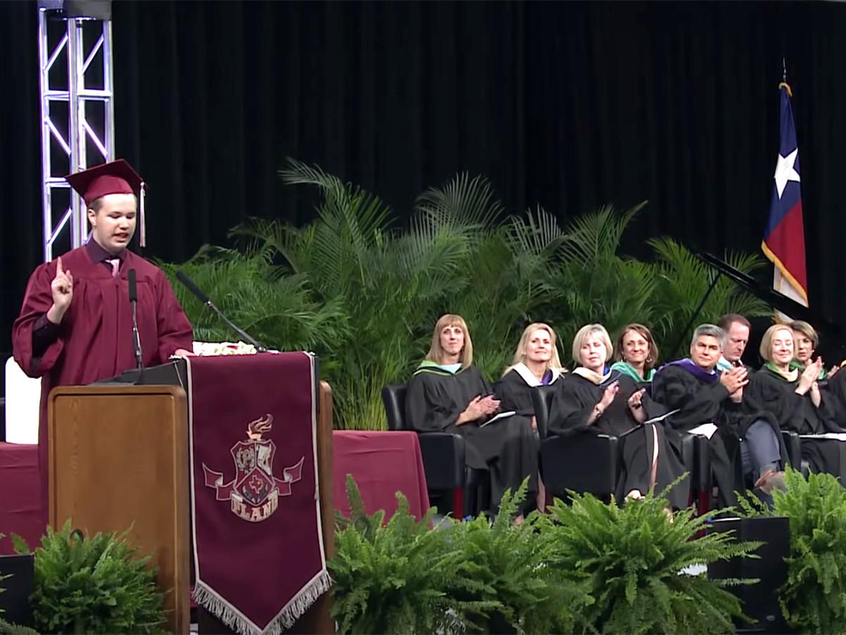 予想外の卒業スピーチ、発達障害の高校生が予想外のメッセージ g7