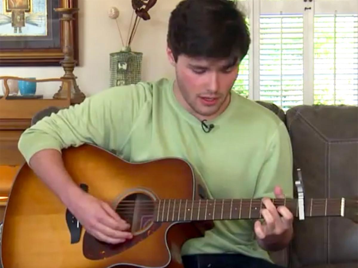 兄は発達障害の弟を歌うことで、多くの人の理解と研究を助ける