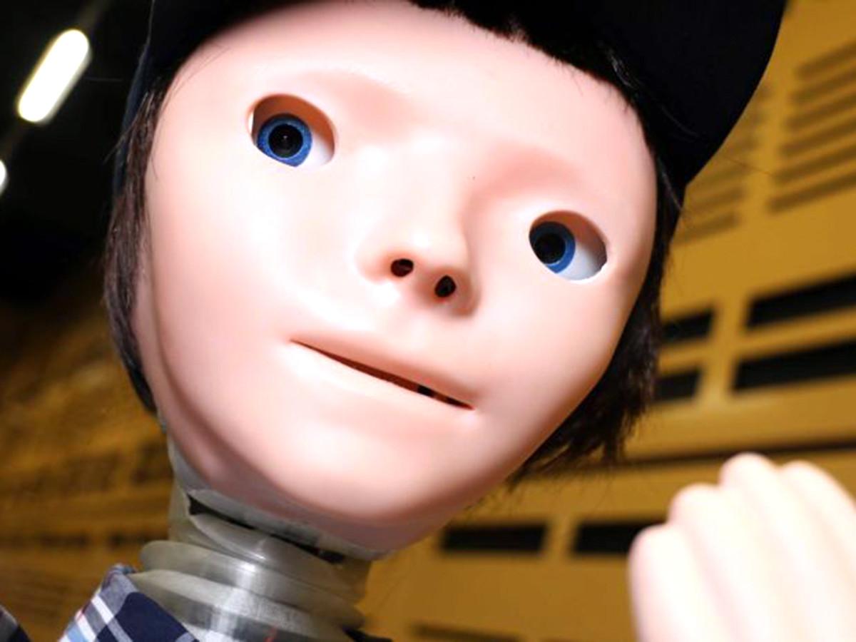 コミュニケーションに困難がある発達障害の子と会話するロボット