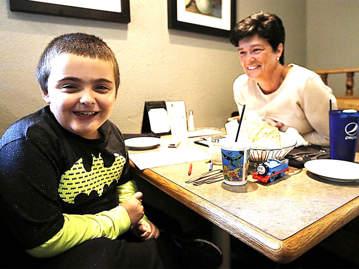集まる視線で難しかった発達障害の子の家族が外食を楽しめる機会 r2-1