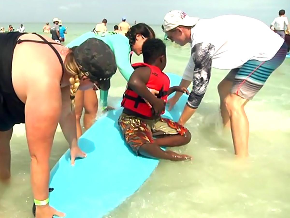 特別なことが起きるんです。発達障害の子と親たちのサーフィン会 s13