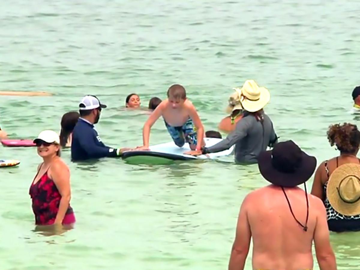 特別なことが起きるんです。発達障害の子と親たちのサーフィン会 s14