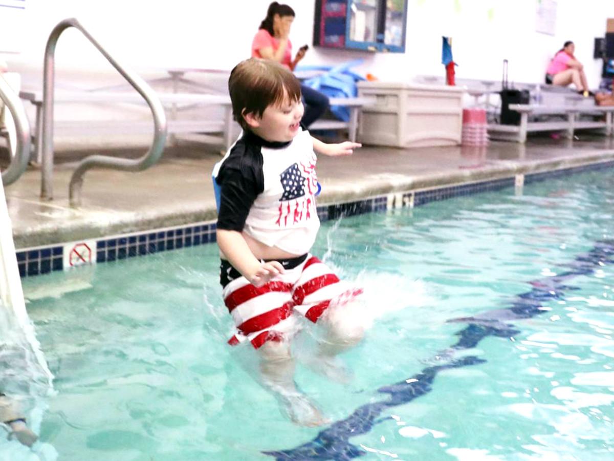 発達障害の子どもたちが水に落ちても安全でいられるように教える s2