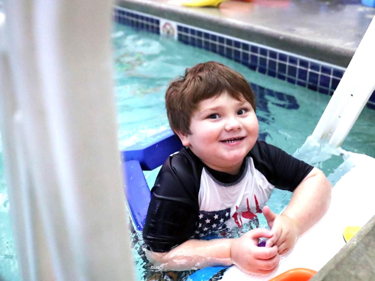 発達障害の子どもたちが水に落ちても安全でいられるように教える s5