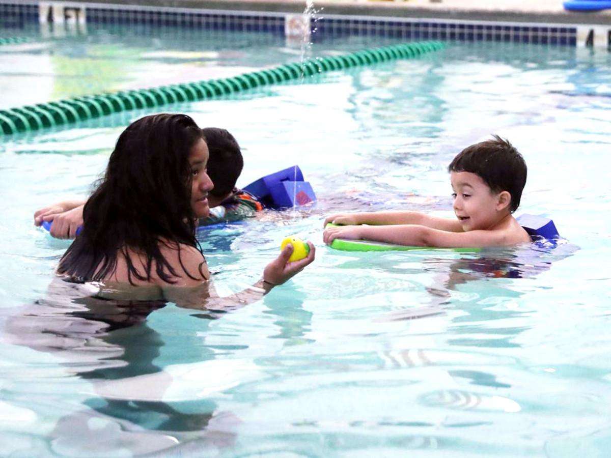発達障害の子どもたちが水に落ちても安全でいられるように教える s6