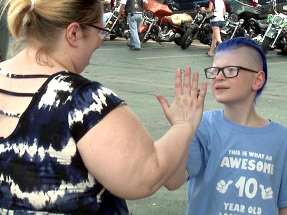 「有名人みたい。」発達障害の子を祝いにたくさんのバイク集まる t1